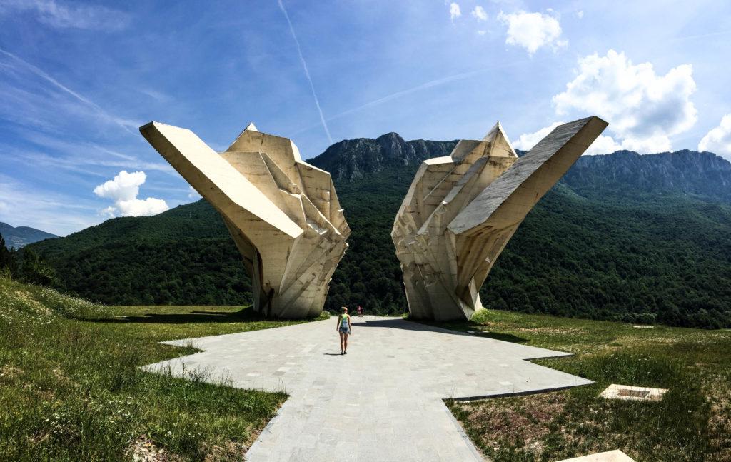Tientiste war monument